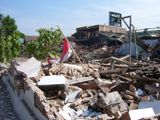 Gempa Bumi Yogyakarta Mei 2006 adalah peristiwa gempa Bumi tektonik kuat yang mengguncang Daerah Istimewa Yogyakarta dan Jawa Tengah pada 27 Mei 2006 kurang lebih pukul 055503WIB selama 57 detik Gempa Bumi tersebut berkekuatan 59 pada skala Richter