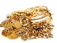 emas sebagai tanda ucapan wisuda