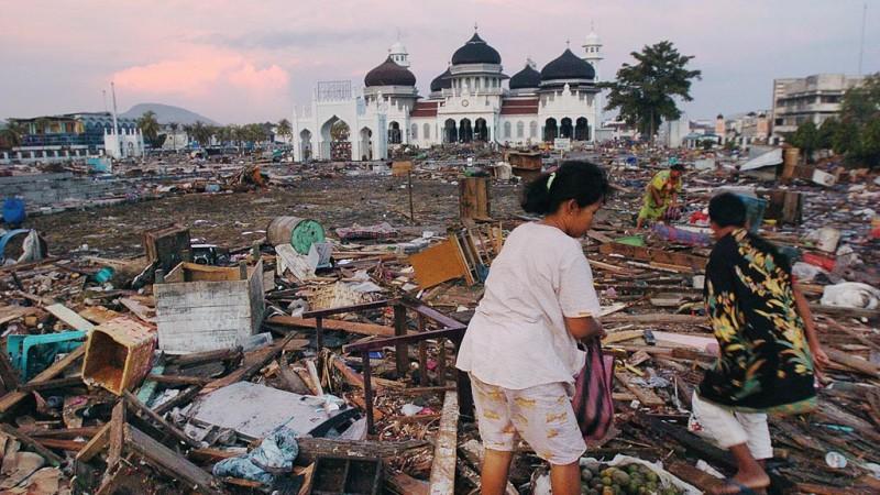 kliping bencana alam Masjidd Baiturrahman selamat dari terjangan tsunami
