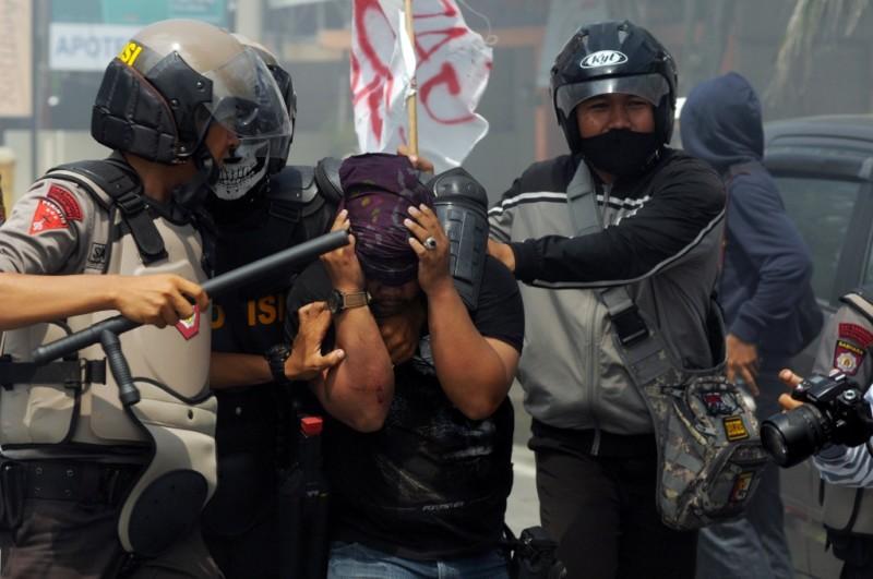 mahasiswa dan polisi