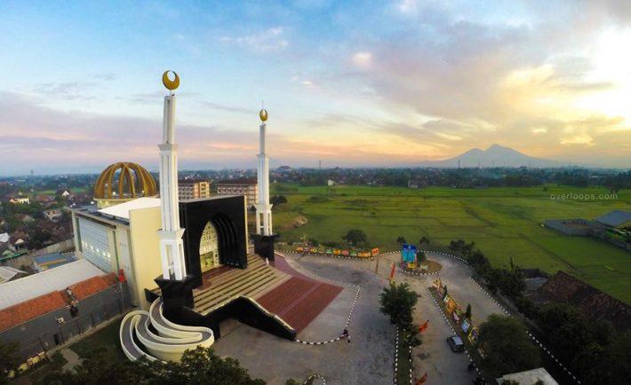 Pengertian, Fungsi, Keutamaan-keutamaan dan Managemen Memakmurkan Masjid Allah