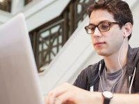 kerja-sampingan-mahasiswa-operator-warnet