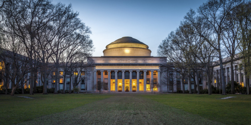 Universitas di Amerika Serikat Massachusetts Insitute of Technology
