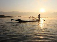 pos pekerja jurusan perikanan menjaring ikan