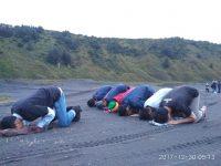 Ibadah di Gunung Bromo