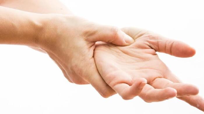 Cara Memijat Tangan yang Nyeri